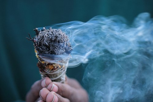 burning-sage How to Smudge-Guide to Ceremonial Sage Burning Calming Learning Meditation Smudge Tradition