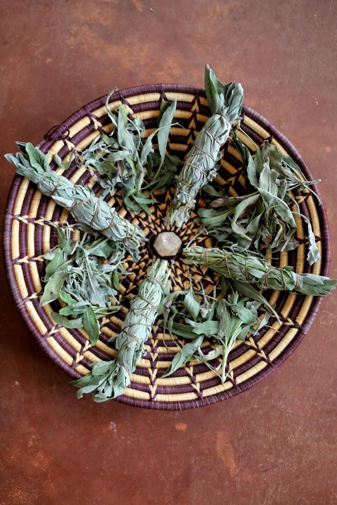 f28555e9d0b2b2543c5536627d8628c0 How to Smudge-Guide to Ceremonial Sage Burning Calming Learning Meditation Smudge Tradition